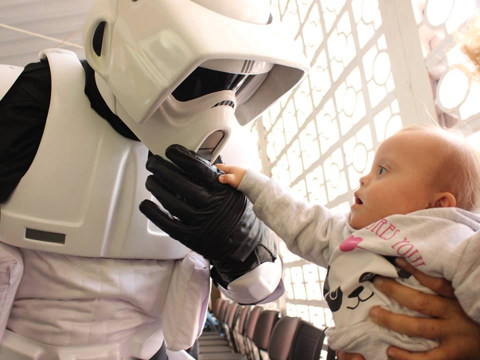 Personagens do Star Wars visitam a SORRI-BAURU
